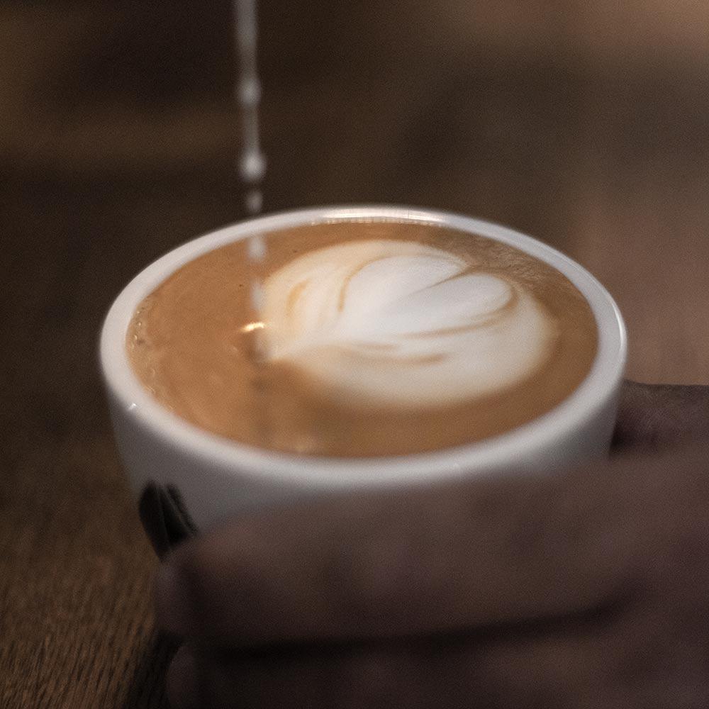Kaffee von lilou coffee im Eis-Gipfel