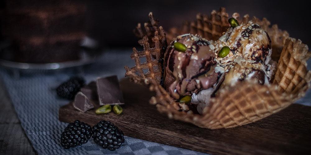 Pistazien an Schokoladen-Eis
